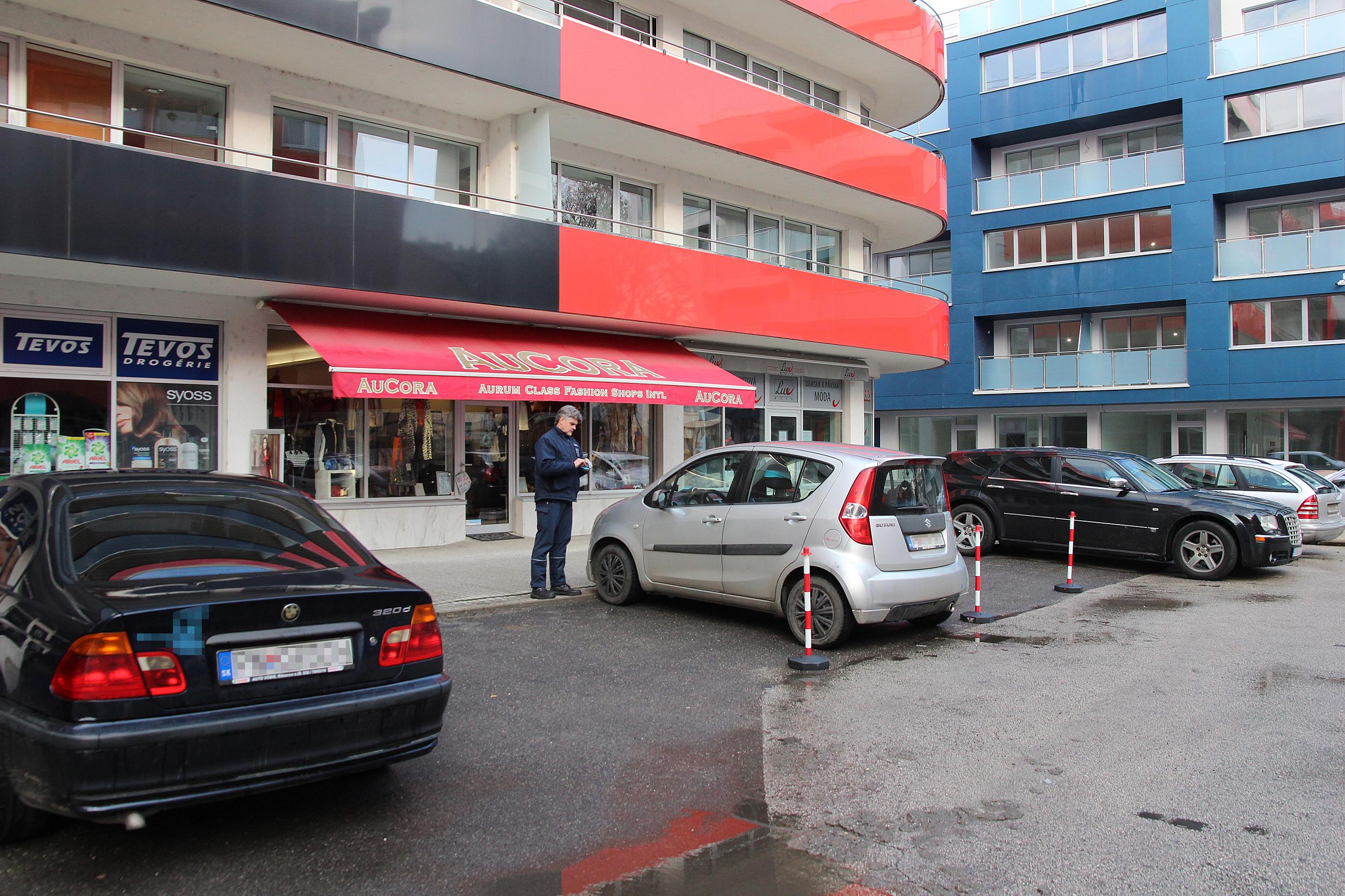 6dfee09749 Najpálčivejším problémom v centre je okrem preplneného parkoviska na  Nálepkovej ulici úsek cesty od zubného strediska po polyfunkčný dom Enzo