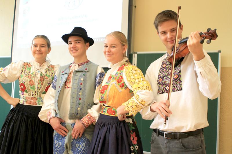 https://www.piestanskydennik.sk/wp-content/uploads/2019/11/gymnazium-2.jpg